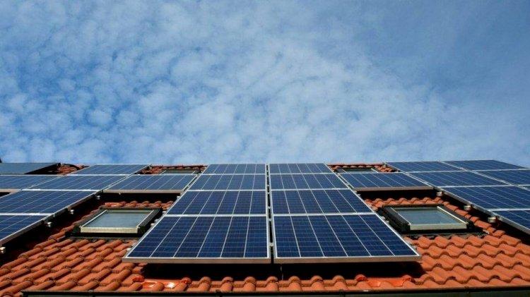 """""""Imposto do Sol""""? Por que a Aneel quer cobrar taxa sobre a energia solar"""