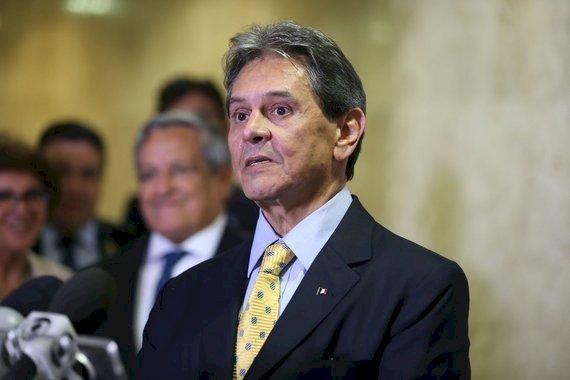 """Roberto Jefferson diz que dois ministros do STF """"gostam de negão"""" e """"usam saia"""""""