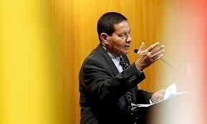 Mourão desafia Trump e diz que Brasil não teme consequências se escolher Huawei