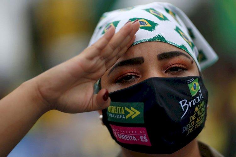 Brasil sofre de fetiche da farda