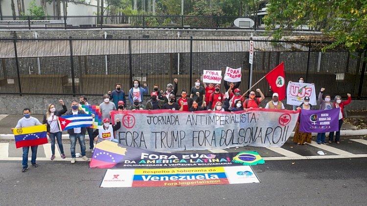 Protesto em frente ao consulado dos EUA denuncia golpes, intervenções e bloqueios