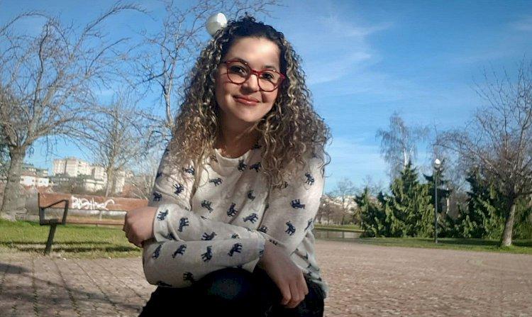 """""""A elite não aceita que a filha do porteiro estude no exterior"""", diz mestranda brasileira na Europa"""