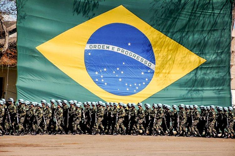 'Meu Exército não vai às ruas cumprir decretos de governadores e prefeitos', diz Bolsonaro