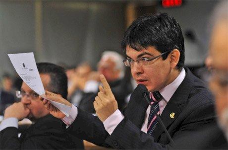 Randolfe diz que Pazuello será preso caso não fale a verdade na CPI