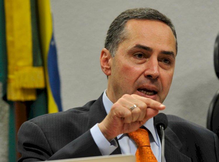 Barroso a Bolsonaro: atuar para impedir eleições configura crime de responsabilidade
