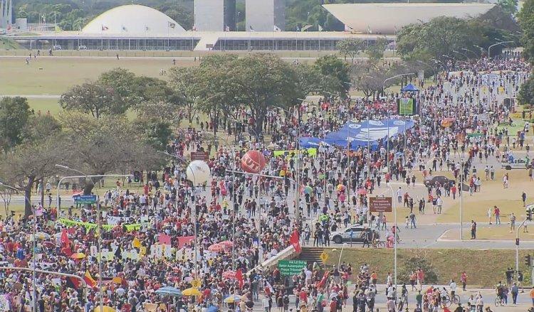 Ato no DF uniu forças e cresceu a mobilização contra Bolsonaro, diz Freire